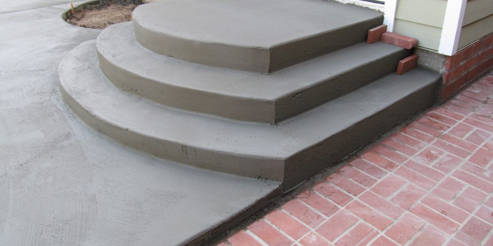 Rounded concrete stairs